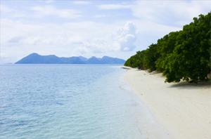 Pom Pom Island Resort Beach - Image © Pom Pom Island Resort