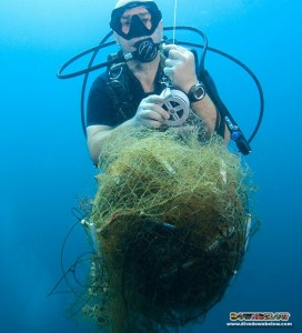 Richard guiding up a big ball of illegal net removed from the reef