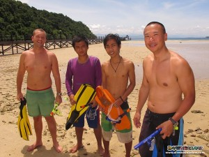 Joseph (far left) and Steve (far right) conducted a snorkeling session with local trainees Jerry & Hillary
