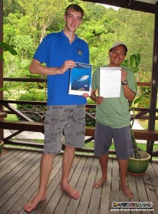 Master Scuba Diver Rizal and his AWARE Shark Conservation Instructor James (on the left)