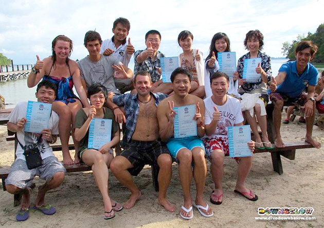 Discover Scuba Divers from China along with Downbelow's Instructors and Interns