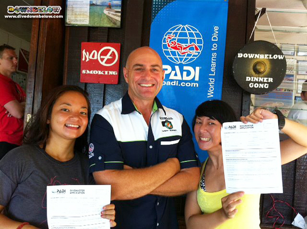 Liz Newly qualified PADI Divemasters Street (left) and Michelle Sinsua (right) with resident PADI Course Director Richard.