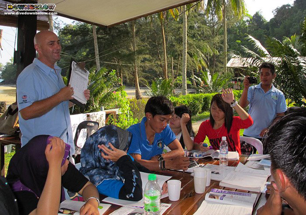 Resident PADI Course Director Richard Swann gets the Sandakan students hooked on shark conservation