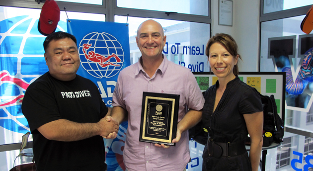PADI Region Manager Asia Pacific, Johnny Chew, giving the award to Downbelow Directors Richard & Joanne Swann
