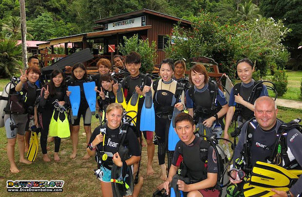 Chinese group enjoys scuba diving in borneo