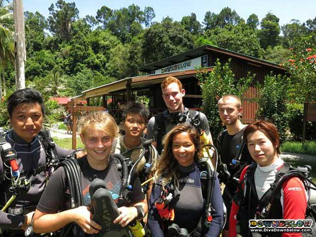 deep-diving-borneo-divemasters
