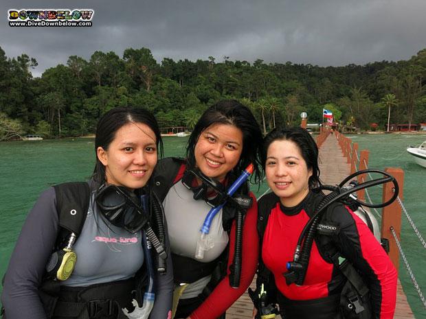office-girls-diving-borneo