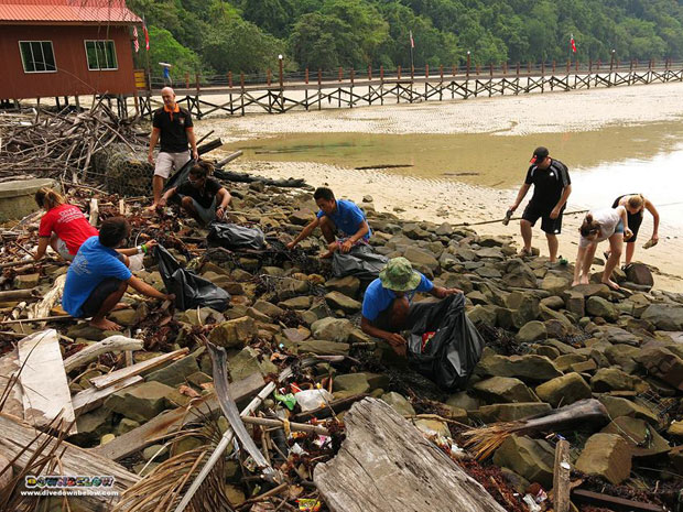 removing-debris-trapped-rocks-malaysia