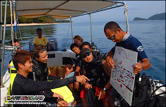 Boat-based knowledge review before the dive